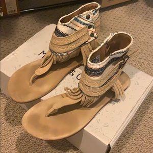 Missed & cloud fringe sandals
